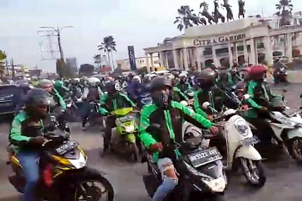 Ratusan Pengemudi Ojek Online Grab Bike Kembali Melakukan Demonstrasi Ke Jalan